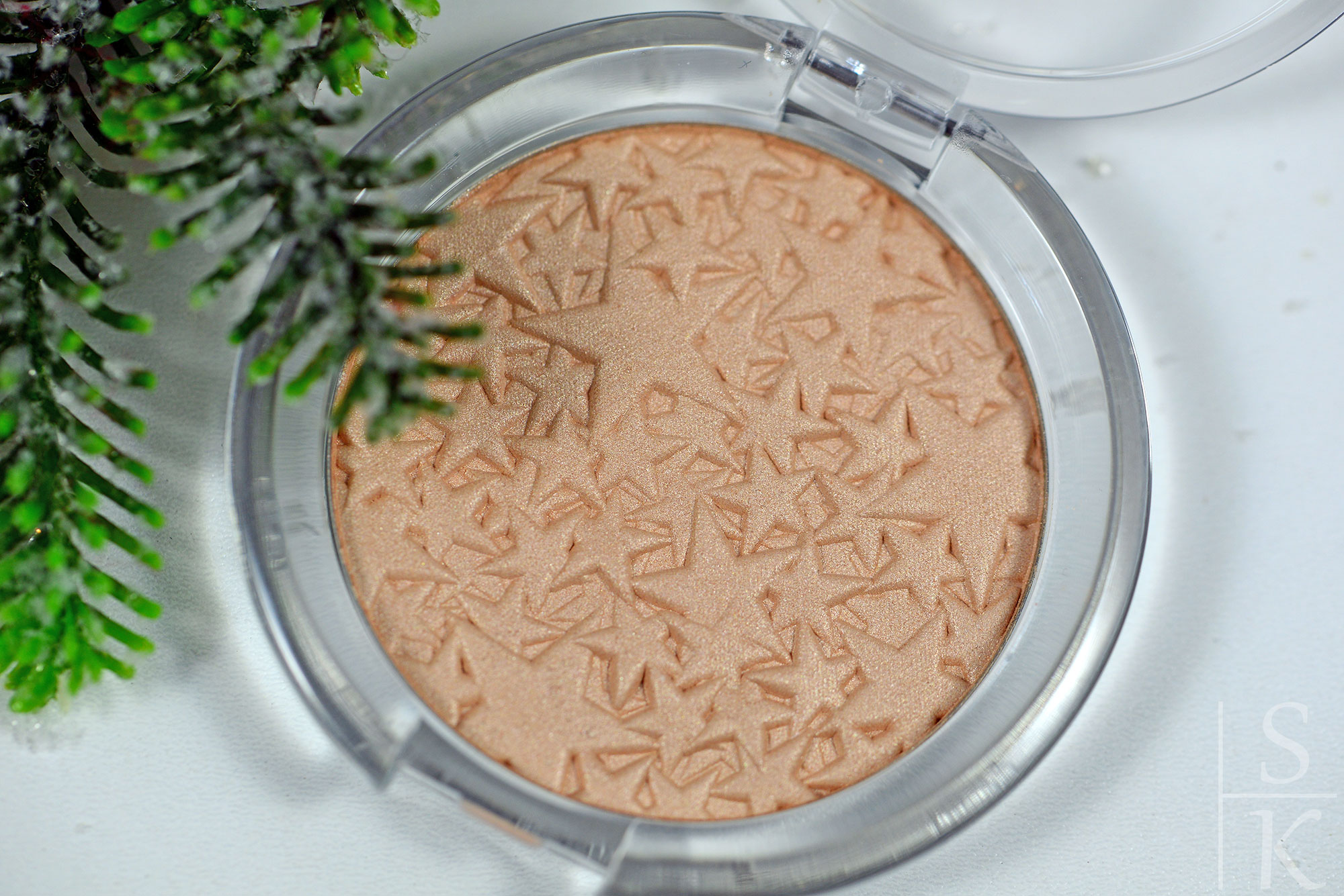 Essence-Merry-Berry-Highlighter-Powder-04