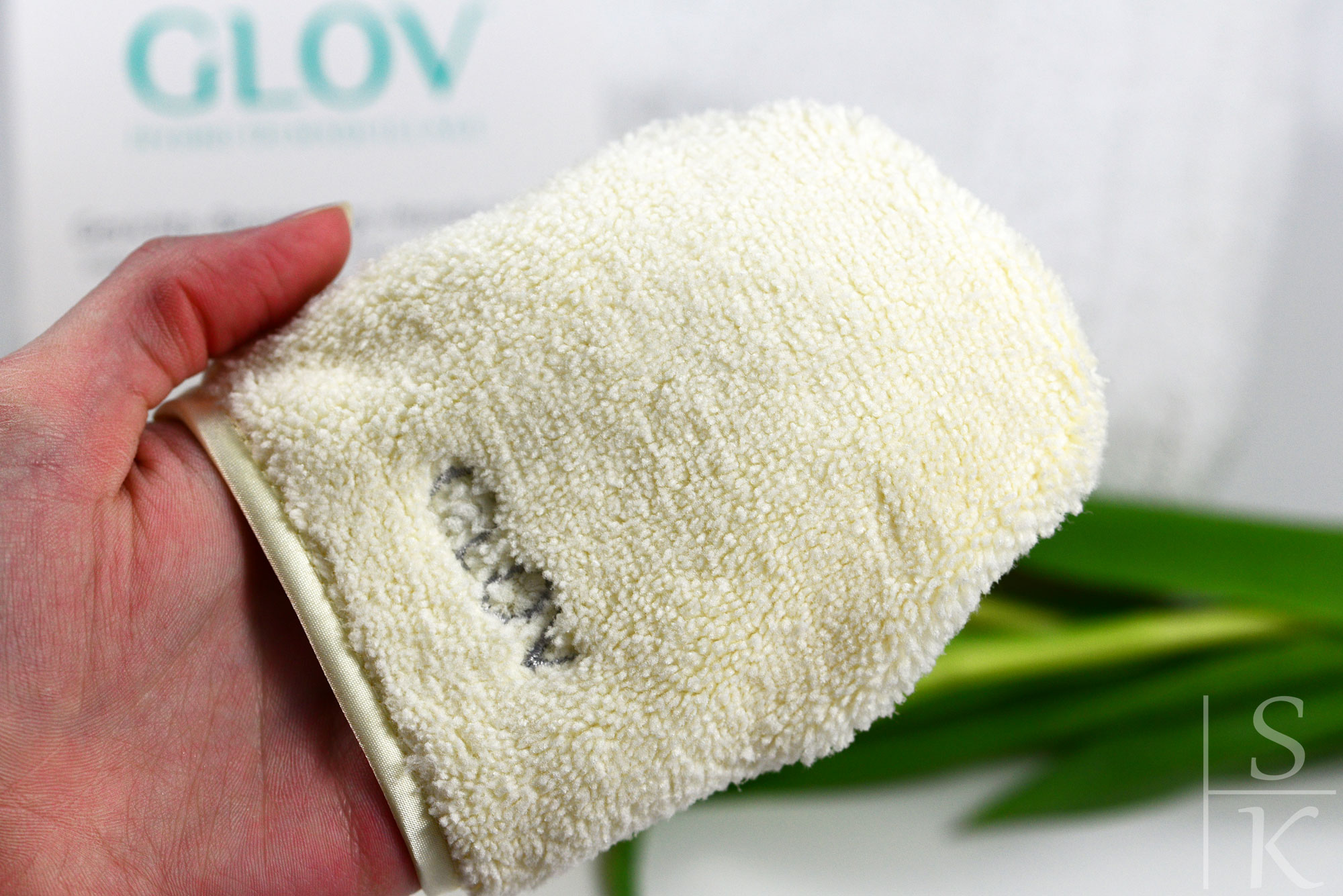 Glov-Gesichts-Reinigungs-Handschuh-09