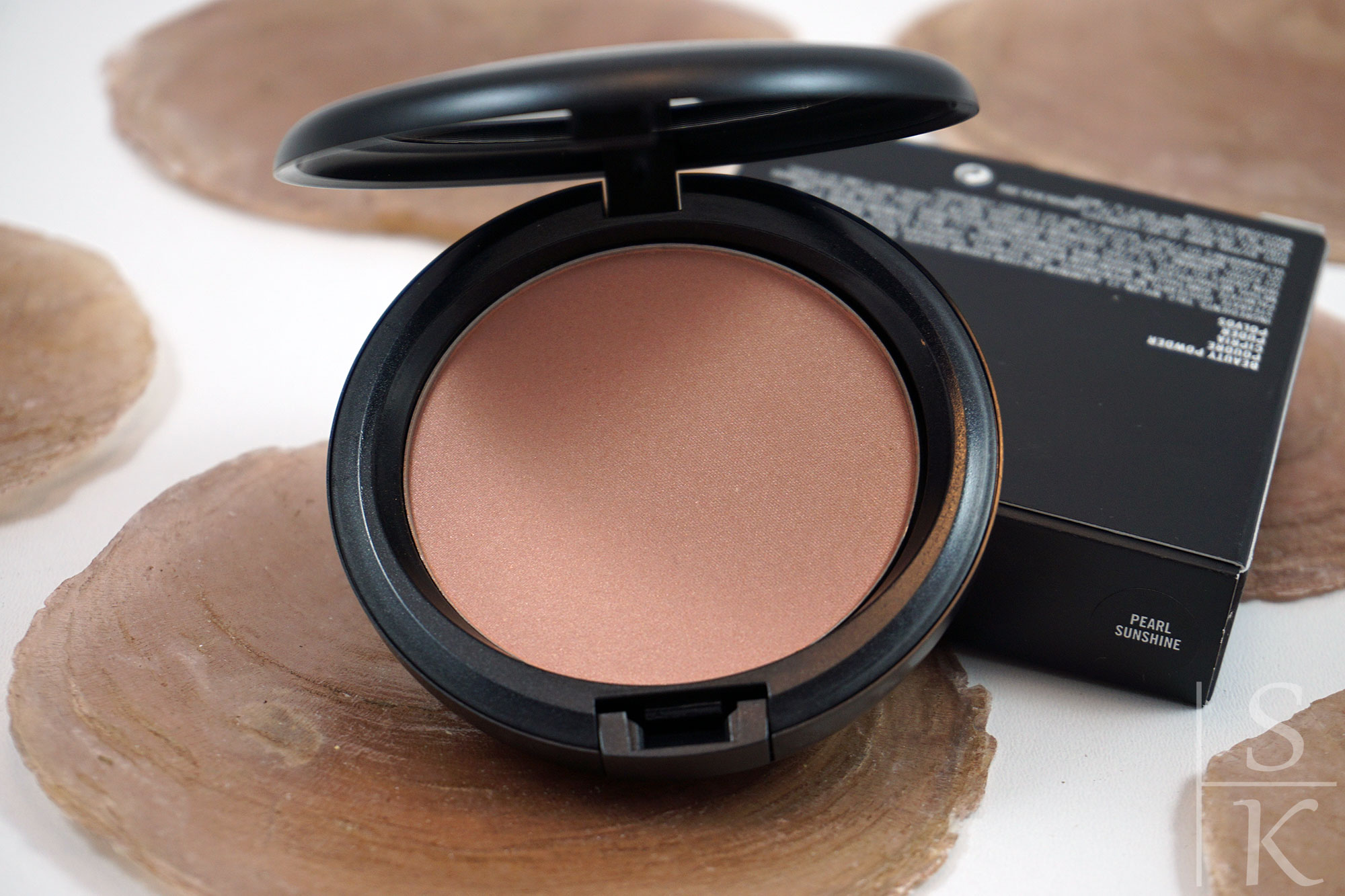 MAC-Beauty-Powder-Poudre-Pearl-Sunshine-03