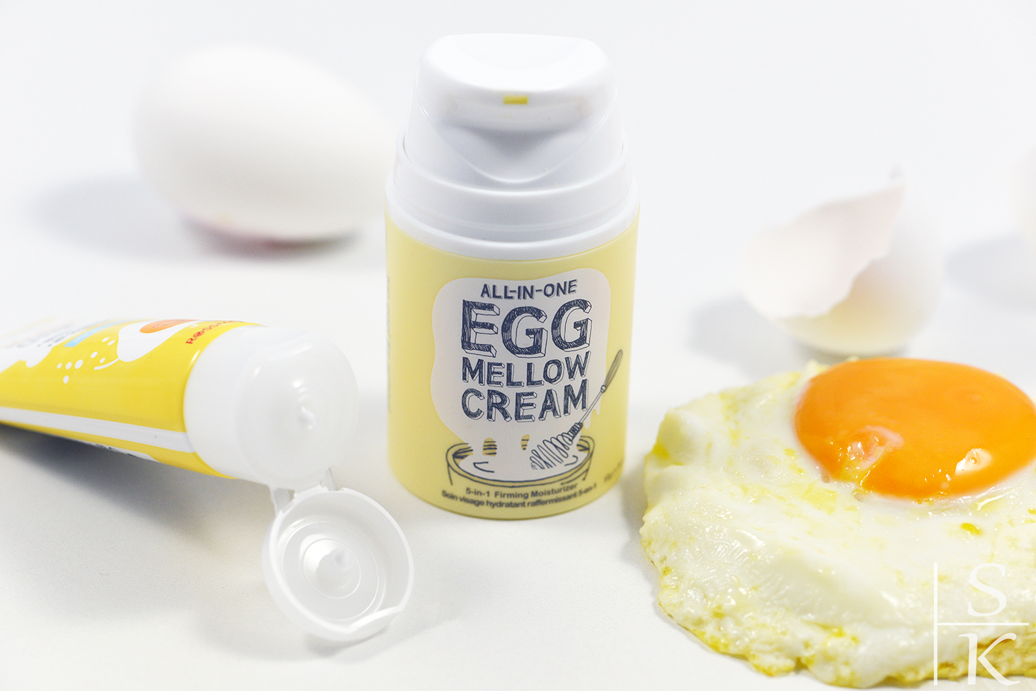 Too Cool For School Egg Mellow Cream vs. Isana Young Egg White Feuchtigkeitscreme Review Horizont-Blog