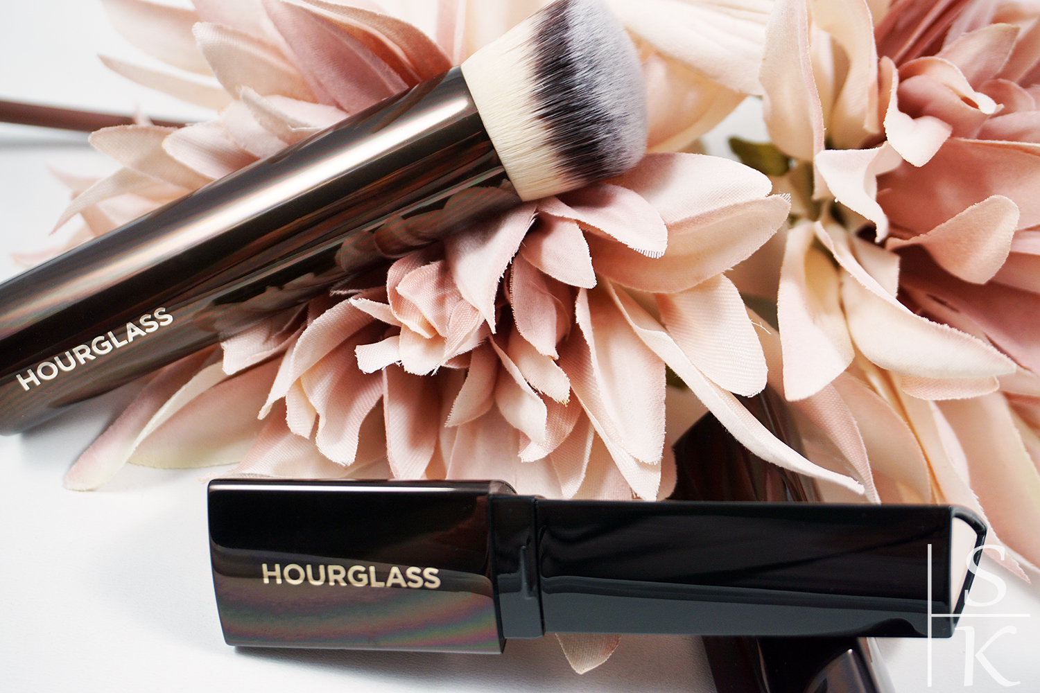 Hourglass - Vanish Seamless Finish Foundation Stick Review Horizont-Blog