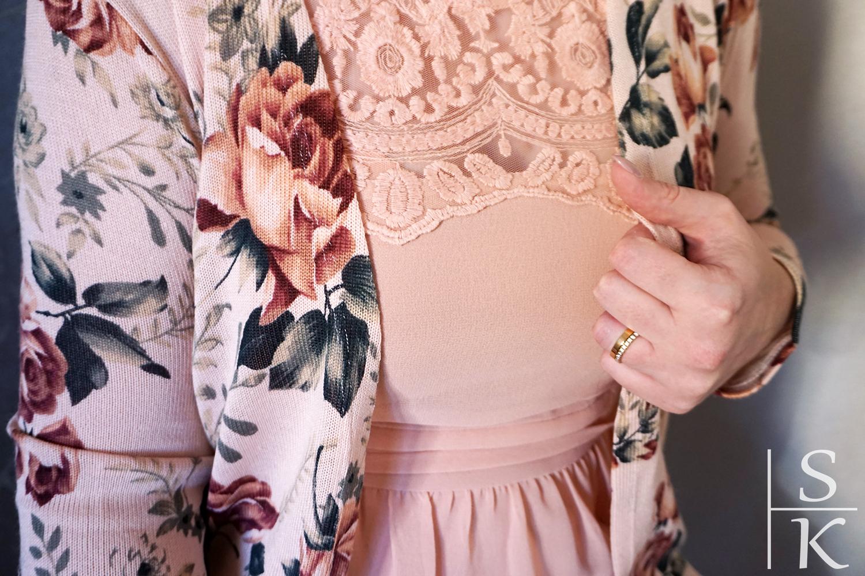 """Outfit """"Glam Rose for the Wedding"""": Kleid von Vero Moda, Strickjacke vonMy Hailys, Schuhe von Paul Green, Tasche von Giorgio Armani @Horizont-Blog, Saskia Katharina Most"""