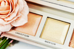Essence - Choose Your Glow Highlighter Palette Review @Horizont-Blog